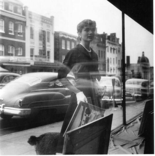 Jackie Kennedy window shopping elegantly dressed in Givenchy 1954