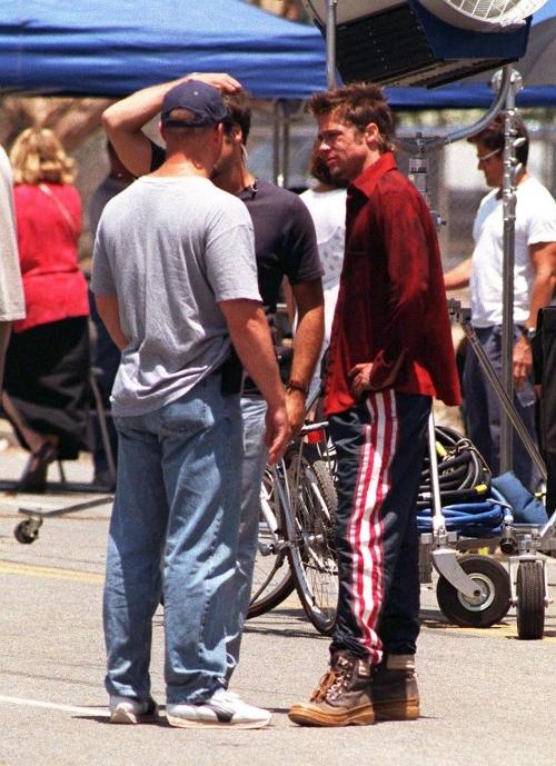 On-Set-July-5-1998-tyler-durden-26310282-1100-1516