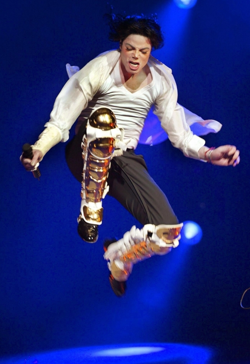 """NEW YORK, UNITED STATES: US singer Michael Jackson performs during the Democratic National Committee (DNC) benefit concert, """"A Night at the Apollo"""", at the world-famous Apollo Theater 24 April 2002 in New York. The concert was to kick off a nationwide voter registration drive. AFP PHOTO/TIMOTHY A. CLARY (Photo credit should read TIMOTHY A. CLARY/AFP/Getty Images)"""